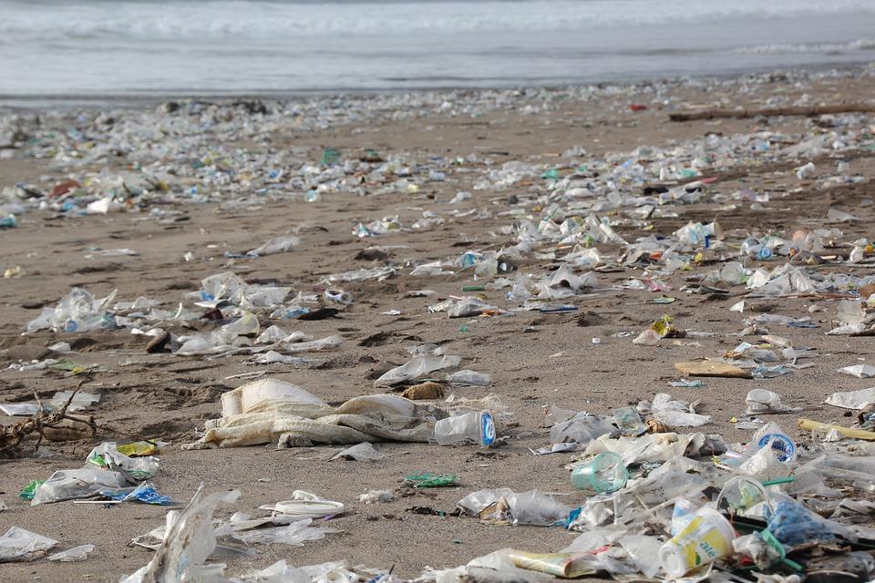 trash-on-beach