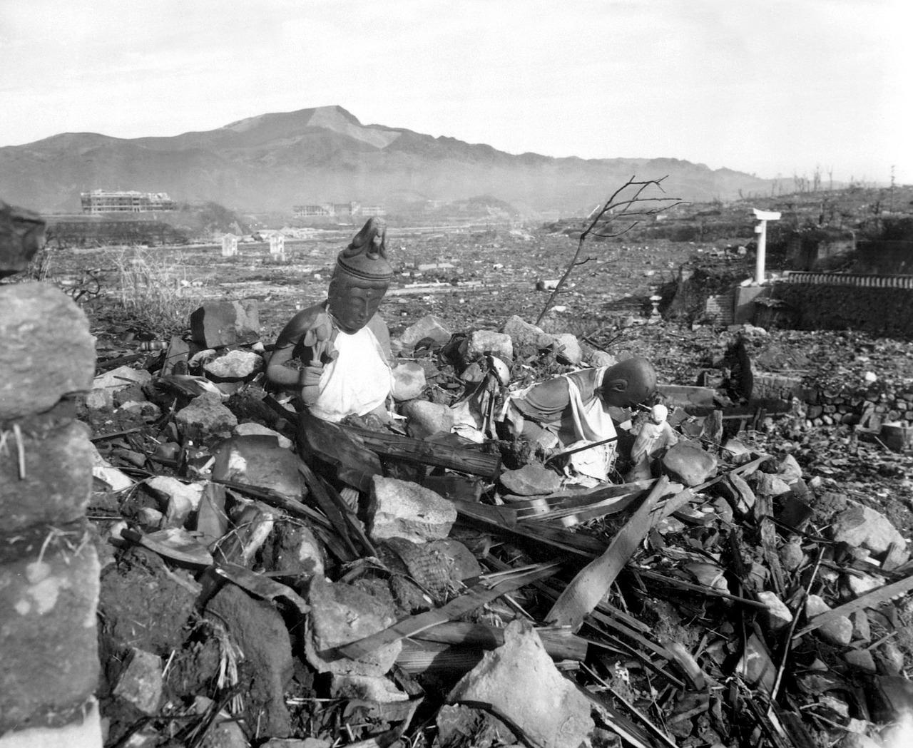 atomic-bomb-67530_1280