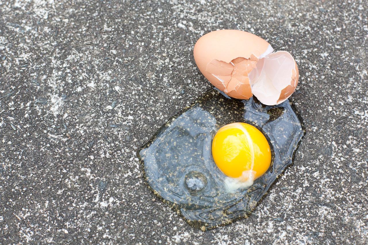 broken-egg-asphalt