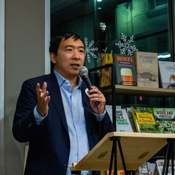 Andrew_Yang_Bookstore