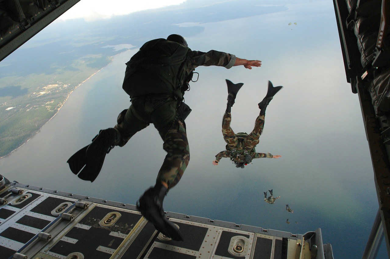 Soldiers_Diving_From_Plane