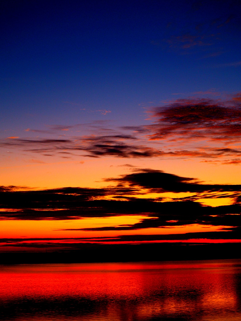 dramatic-sunset-beach