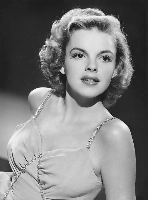 Judy_Garland_1943_publicity_photo